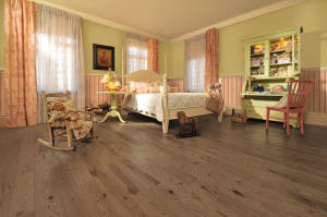 Handcrafted Red Oak Teddy Bear - Room
